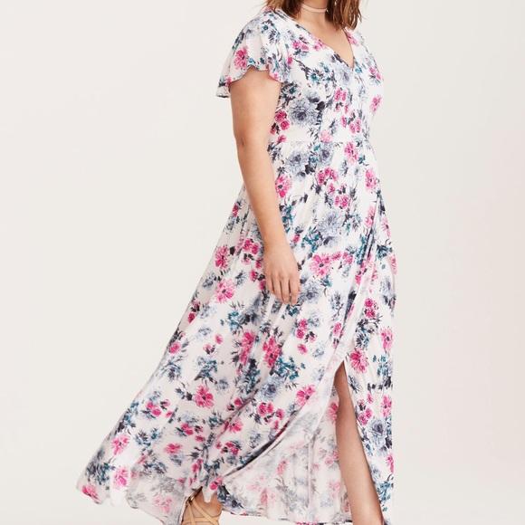 78872b0a1b357 TORRID Floral Print Challis Maxi Dress. M 5aa1a4eb85e6051e170b28d0